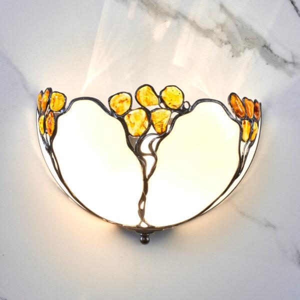lampa kinkietowa z bursztynem